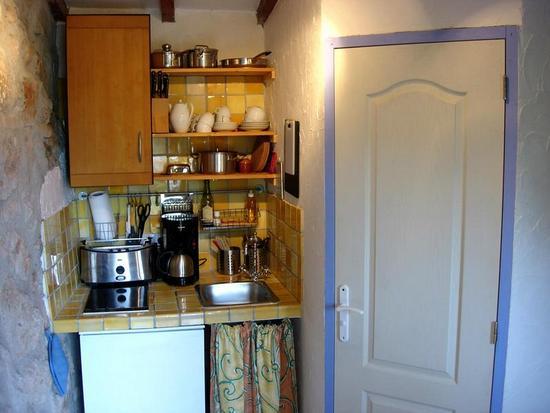 Kochnische und Eingang zum Bad
